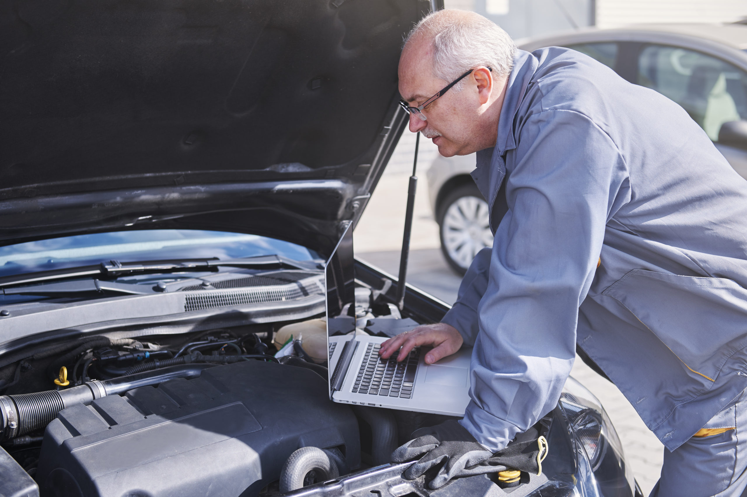 Save Up to 3 Work Weeks by Using Auto Repair Shop Software
